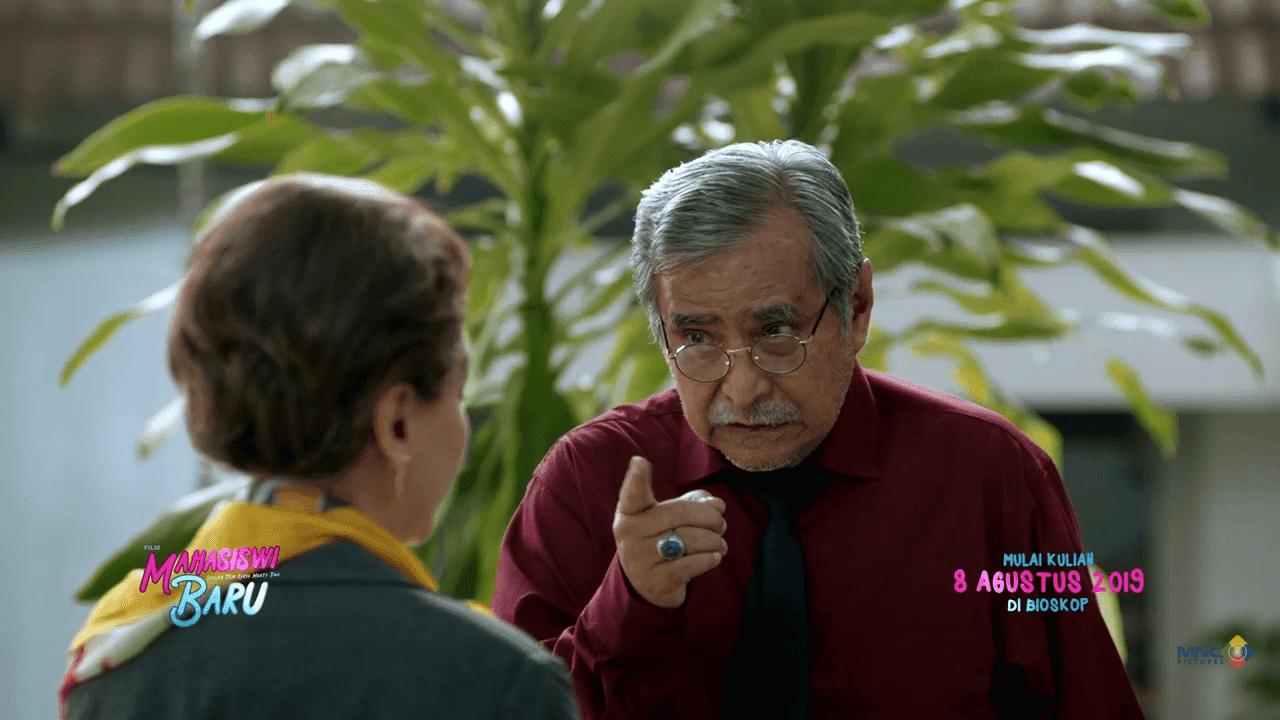 MENGINTIP KESERUAN TRAILER FILM MAHASISWI BARU - Carolline's