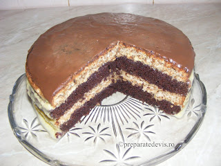 Tort cu blat de nuca si cacao si crema de vanilie reteta,