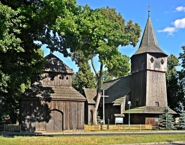 kaplica, lubuskie, drewniany zabytek, przy drodze