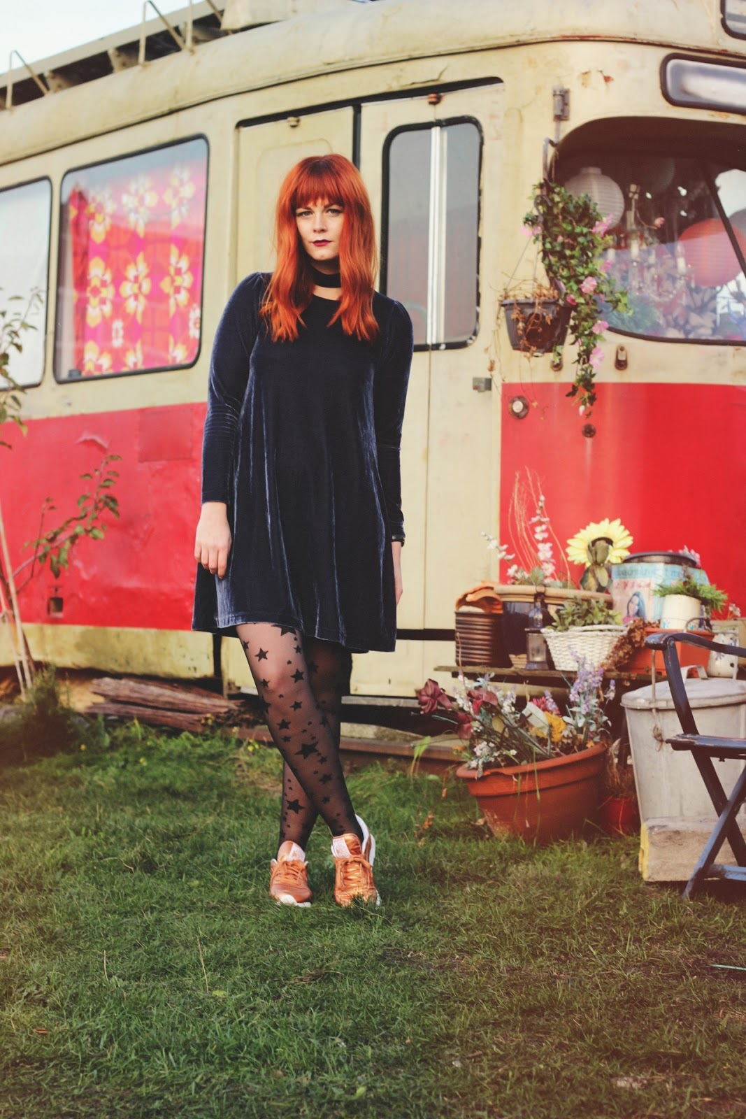 Vintage Fashion Blogger Orange Hair Amsterdam Noord Copper Reebok Classics