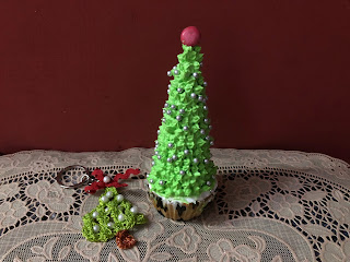 cupcakes recipe, vanilla cupcake recipe, christmas cupcakes, easy cupcake recipe,  cupcakes at home, Christmas tree cupcakes