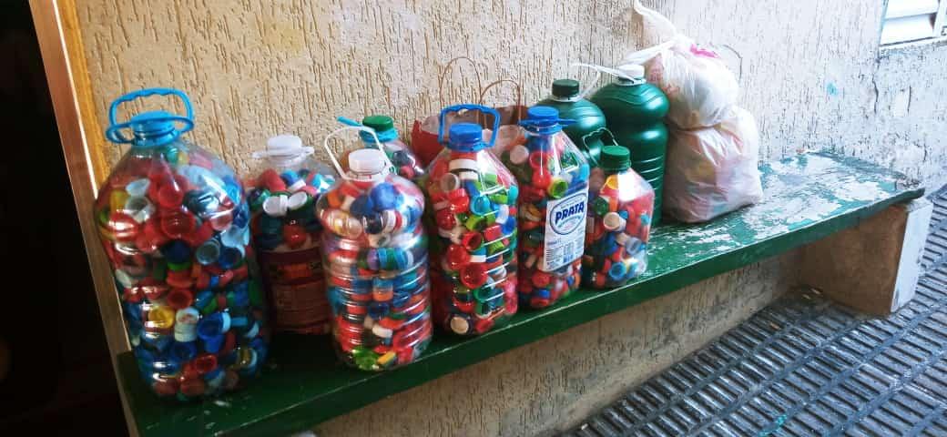 Tampas Plásticas para o GUAPA - Juntos somos mais fortes - Reciclagem de tampinha plástica