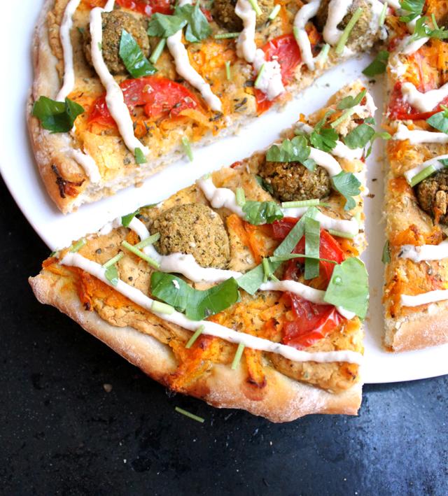 Oppskrift Hummuspizza Kikertboller Vegansk Risenta Revet Gulrot Pizza Uten Ost Yoghurtdressing