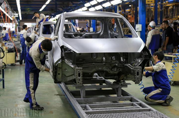 Sau lệ phí trước bạ, ô tô 'nội' tiếp tục hưởng lợi từ chính sách