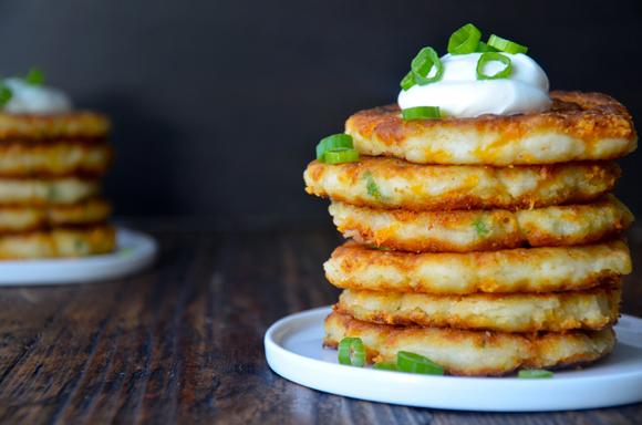 """Простая и быстрая вкуснятина из картошки на ужин: лепешки из """"старого"""" пюре"""