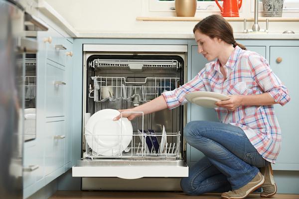 7-Manfaat-Penggunaan-Mesin-Cuci-Piring-yang-Praktis