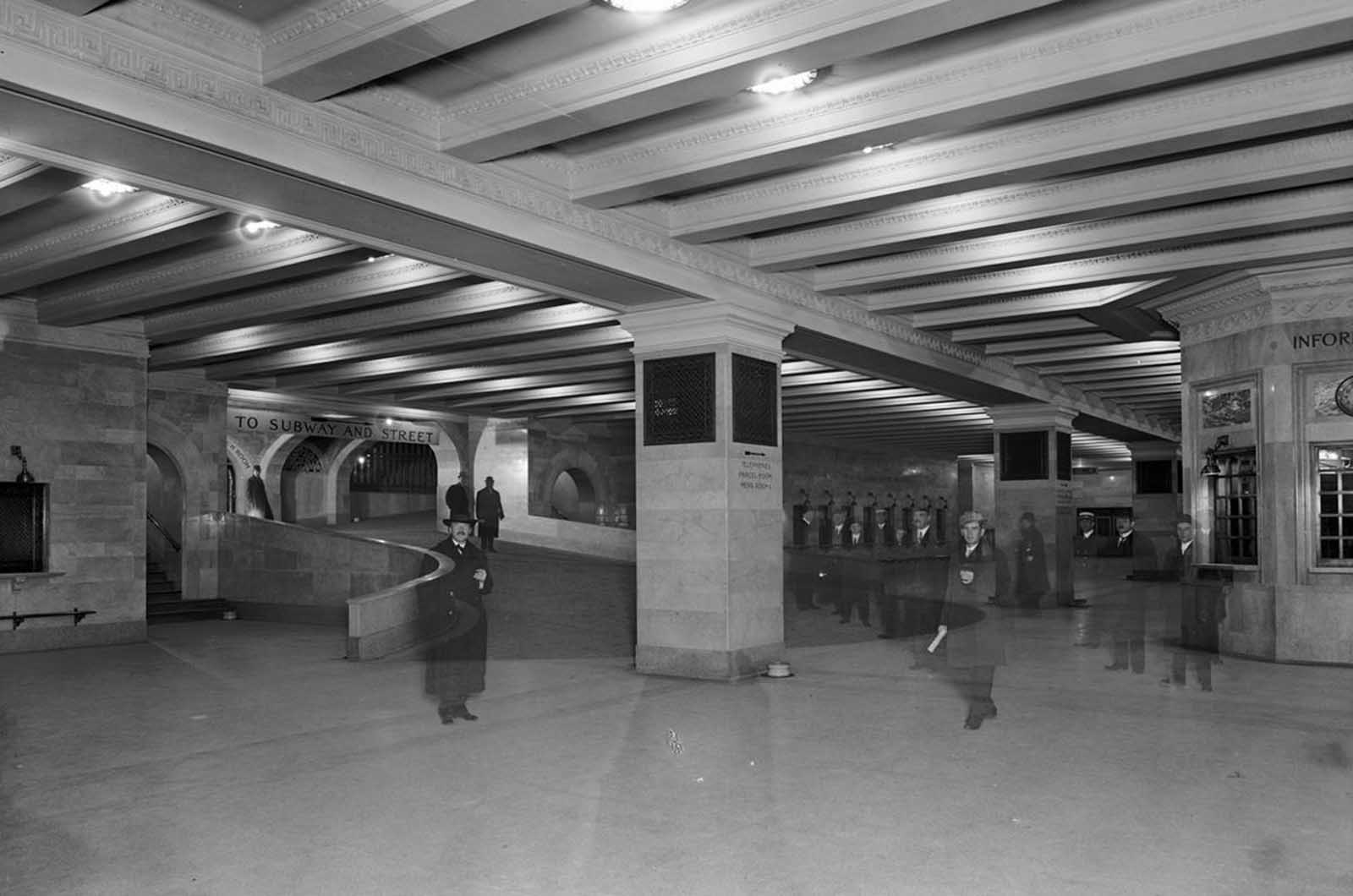 Suburban concourse with ramp, Grand Central Terminal, ca 1912.