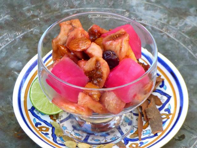 Ägyptisches Rezept für Trockenobstsalat mit Rosenwasser und Grenadine