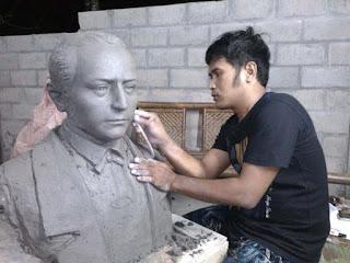 modelling patung dada