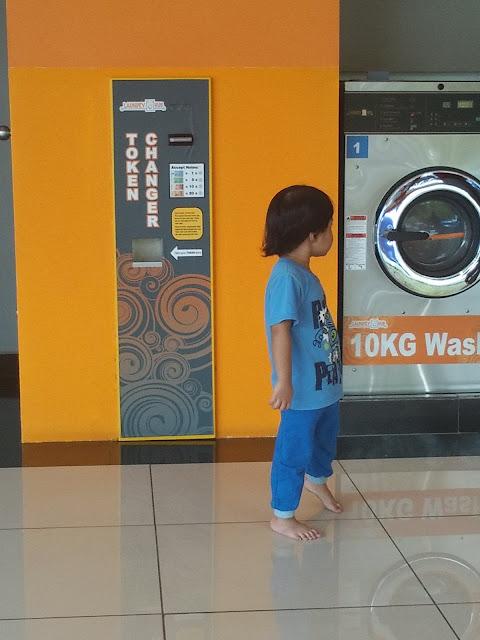 dobi kuantan,cara guna mesin dobi,duit cukup untuk guna mesin dobi