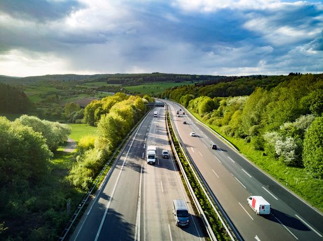 Tempo, keuring, 100, snelheidslimiet, duitsland, snelwegen, aanhangwagen, Bexx Verhuur