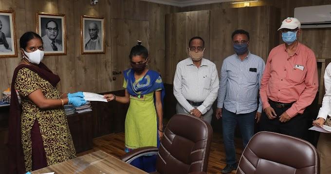 આત્મનિર્ભર ગુજરાત સહાય યોજના અંતર્ગત રાજકોટ નાગરિક સહકારી બેંક લી. દ્વારા લાભાર્થીઓને સહાયના ચેકોનું વિતરણ