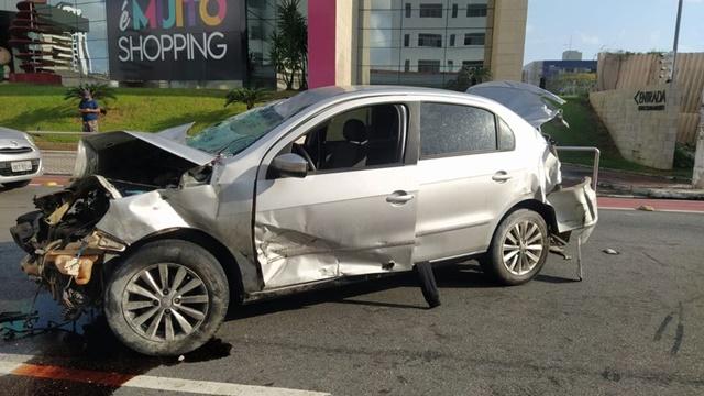 Motorista de carro envolvido em acidente no Retão de Manaíra, em João Pessoa, foge e deixa documentação no local