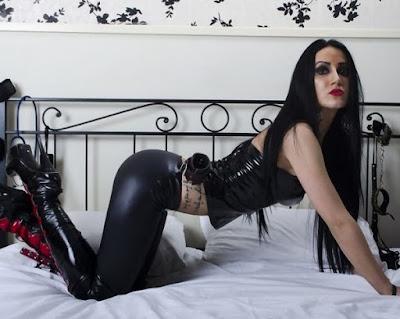 divina valkiria presenta mistress krudelia
