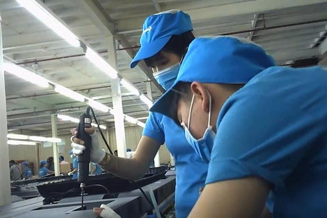 Lắp ráp tivi tại Nhà máy Asanzo trong Khu c.ô.ng nghiệp Vĩnh Lộc, Q.Bình Tân, TP.HCM