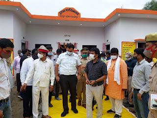 #JaunpurLive : जिलाधिकारी ने किया ग्राम सचिवालय का उद्घाटन