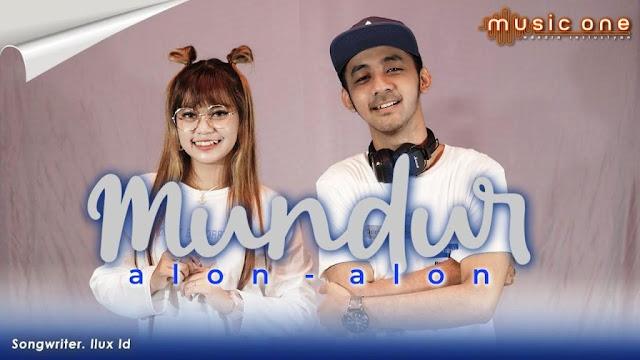 Lirik lagu Esa Risty Mundur Alon Alon Feat Wandra
