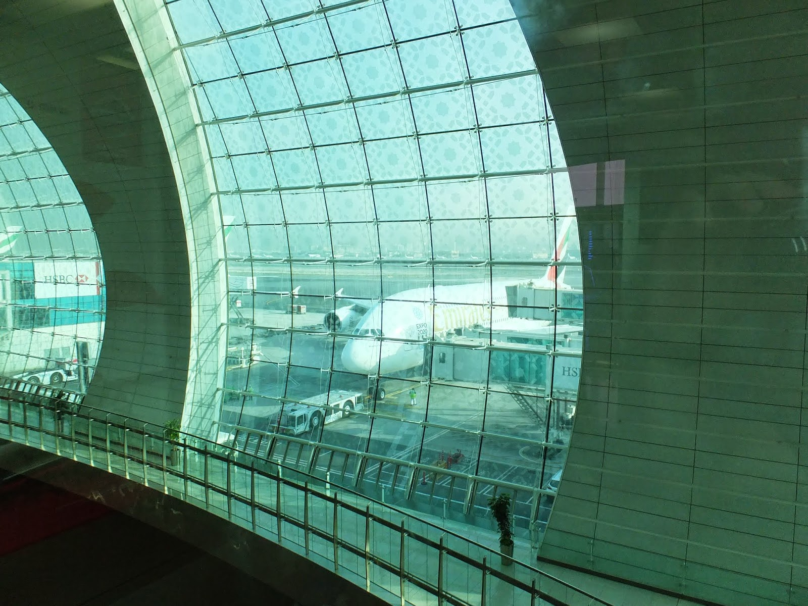 dubai-airport ドバイ国際空港2 with A380