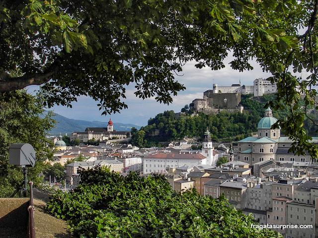 A Abadia de Nonnberg e o Castelo de Salzburgo