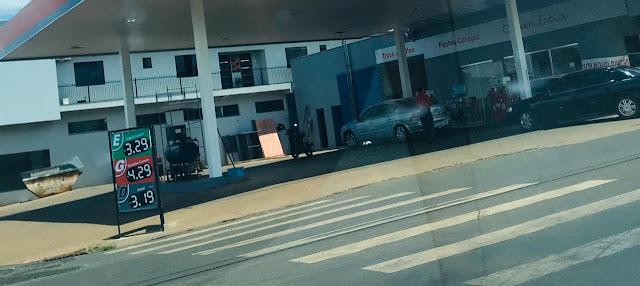 Gasolina mais barata provoca fila em posto de combustível em Manoel Ribas