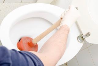 Cara Mengatasi Toilet Mampet Tanpa di Sedot