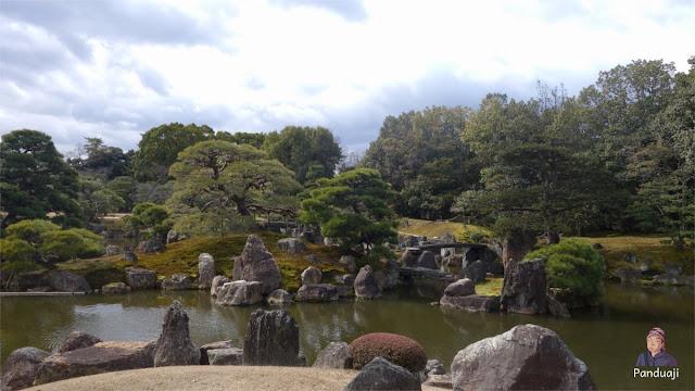 Kolam dan taman di Nijo Castle
