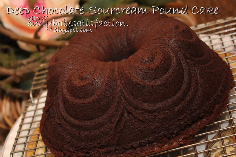 Curlybabe's Satisfaction: Deep Chocolate Sourcream Pound Cake
