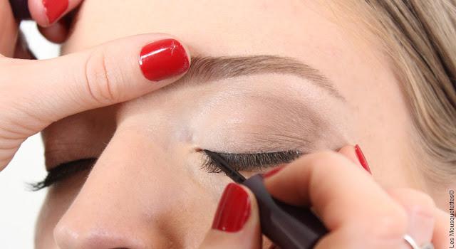 Restructuration sourcils par Laura, experte de L'Atelier Maquillage Paris - Blog beauté Les Mousquetettes©