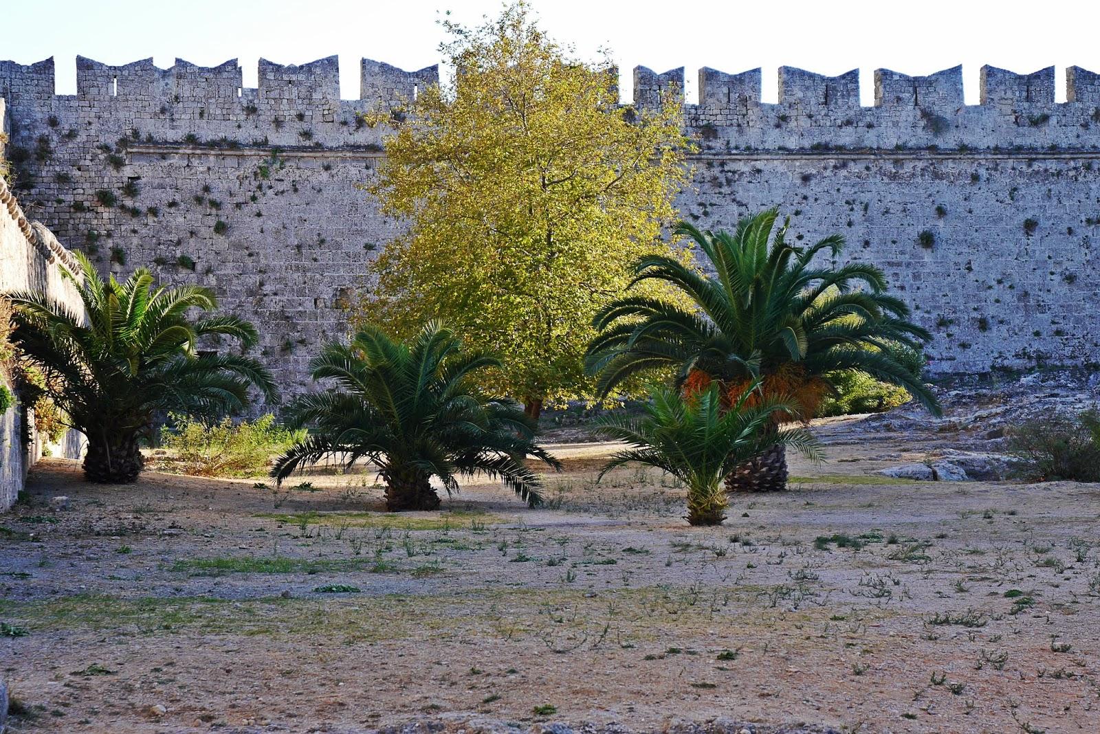 Ruiny strae miasto rodos rhodes grecja  podróż poślubna karyn blog modowy blogerka modowa