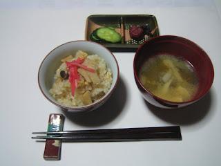タケノコご飯とタケノコのお味噌汁