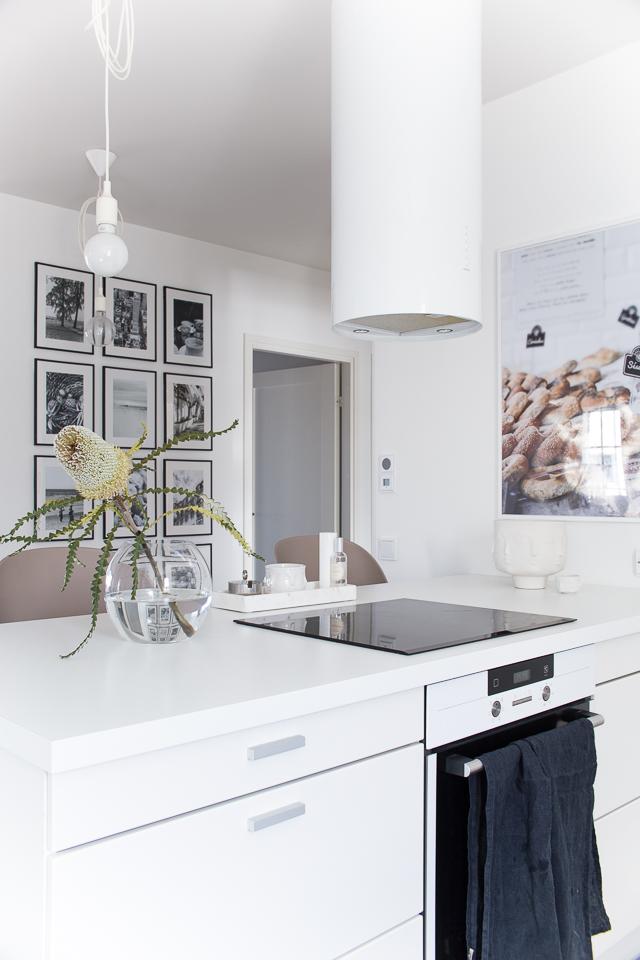 Villa H, keittiön sisustus, keittiössä, valkoinen keittiö