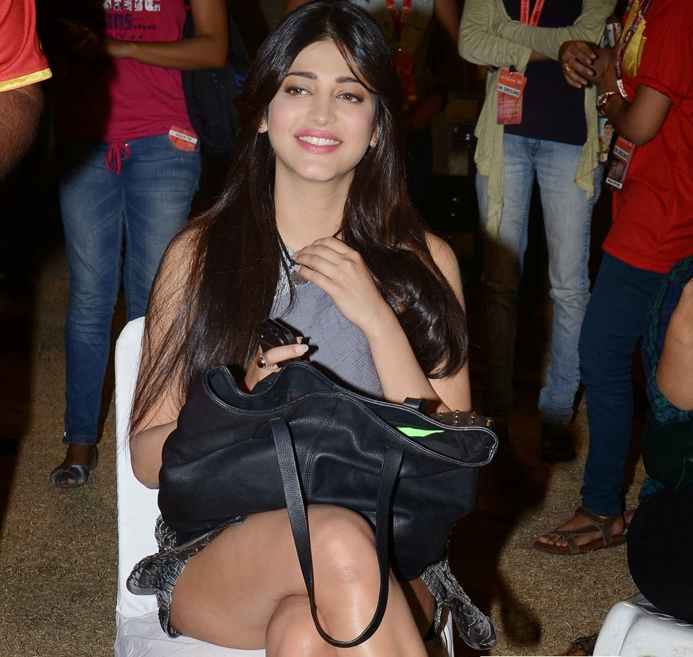 Shruti Haasan Hot Thigh Show Photos