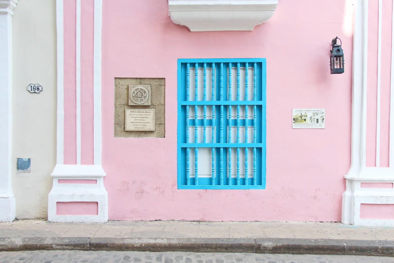 Façade colorée rose de La Havane - Cuba