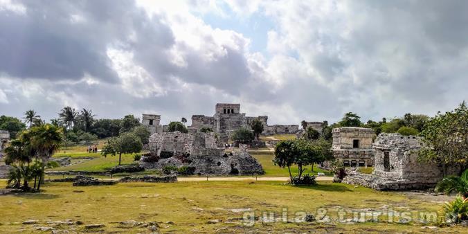 Tulum, ruínas de uma cidade maya à beira mar