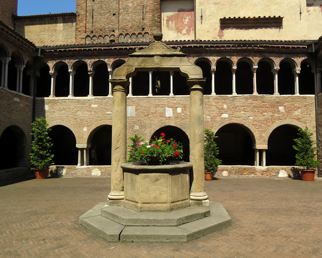 Cloister of the Basilica of Santo Stefano, Piazza Santo Stefano, Bologna