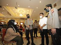 *Kapolda Jatim Lakukan Pengecekan Vaksinasi di Gedung Sasana Praja Ponorogo