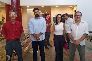 http://vnoticia.com.br/noticia/4460-apos-reuniao-com-cremerj-mp-rj-e-defensoria-sfi-pode-voltar-atras-sobre-decisao-de-reabrir-lojas