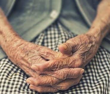 """Afogados: Homem invade casa e agride idosa; ele queria """"acertar as contas"""" com o filho da vítima"""