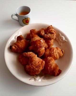Plat amb Croissants normals i de xocolata