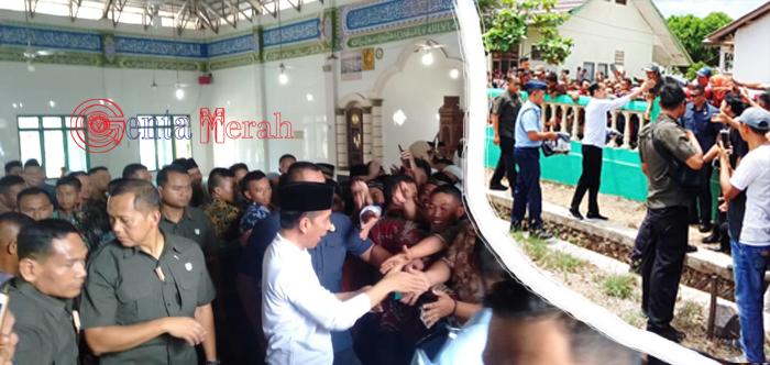 Mendarat di Wairabangun, Jokowi DIsambut Ribuan Warga Sebelum Resmikan JTTS Di Mesuji,