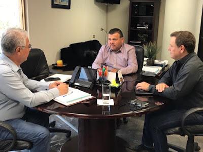 Se reúne alcalde de Álamos con altos funcionarios para ver el tema del agua