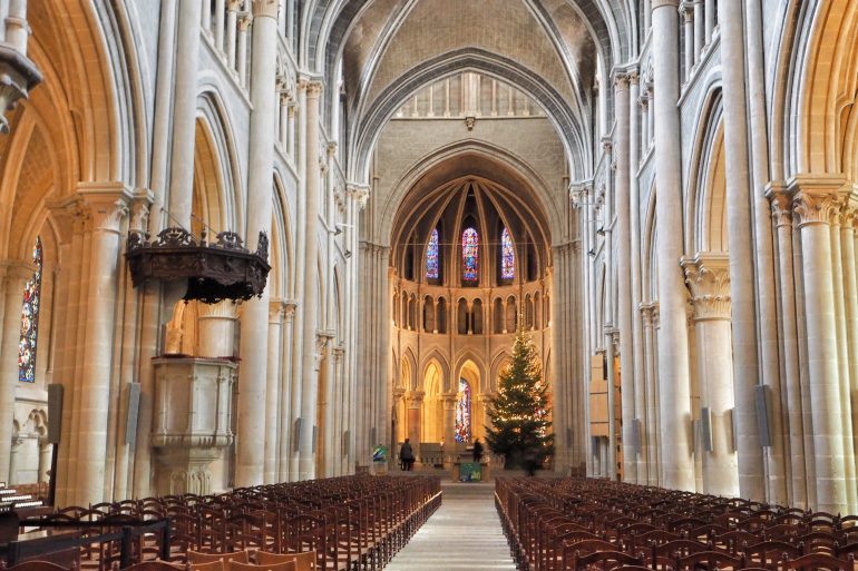 Intérieur de la cathédrale de Lausanne en Suisse