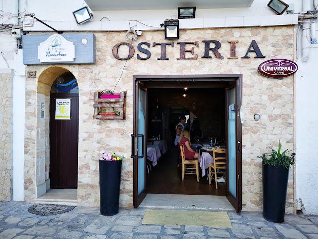 L'ingresso del ristorante Osteria a Taranto