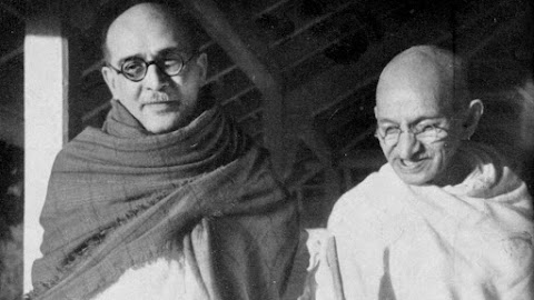 Gandhiji and Sardar Patel at Yerwada Jail 04-11-32
