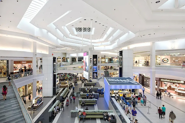 Woodfield Shopping Center Chicago, USA