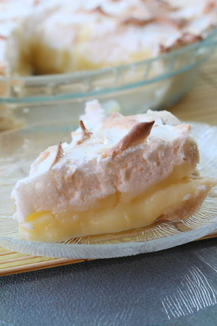 Lemon Meringue Pie | Tortillas and Honey