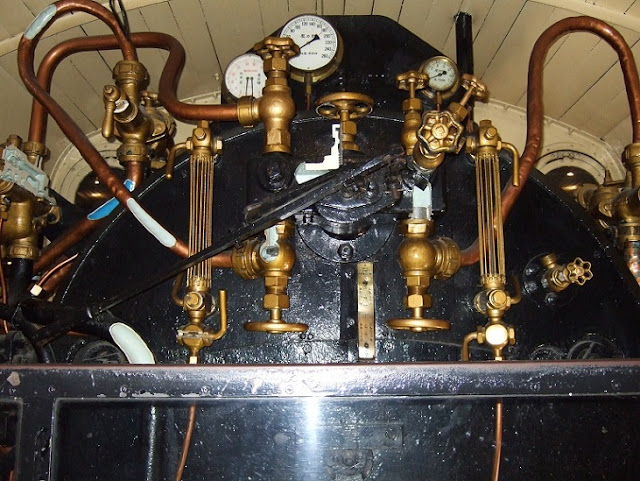 フランスから輸入した機関車の計器類