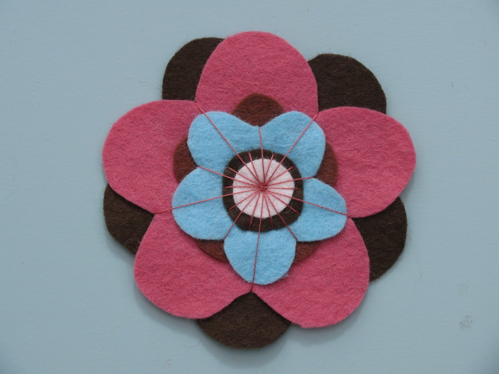 The Woolly Brew: felt flowers - new colours