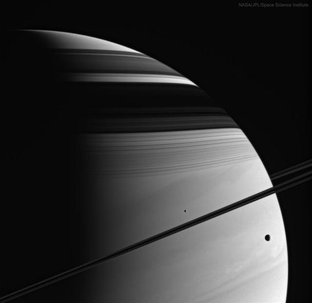 Vành đai, mặt trăng, bóng đổ, đám mây của Sao Thổ. Hình ảnh: NASA, JPL-Caltech, Space Science Institute.