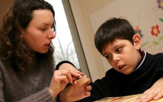 Cara Mendidik Anak Autis dengan Benar